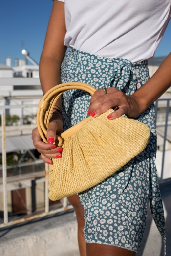Hand bag from braided straw