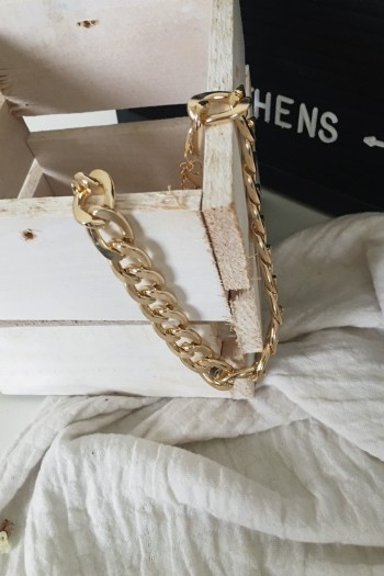 Chunky gold neck chain