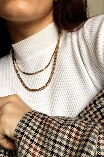 Supine double layered necklace