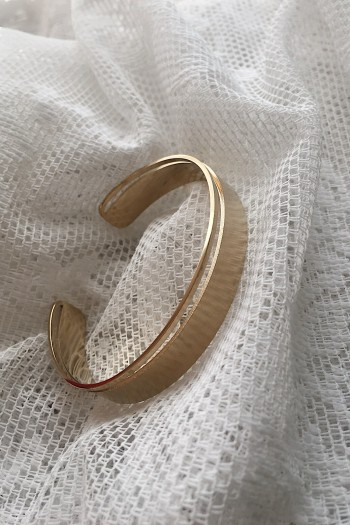 Cut-out gold handcuff