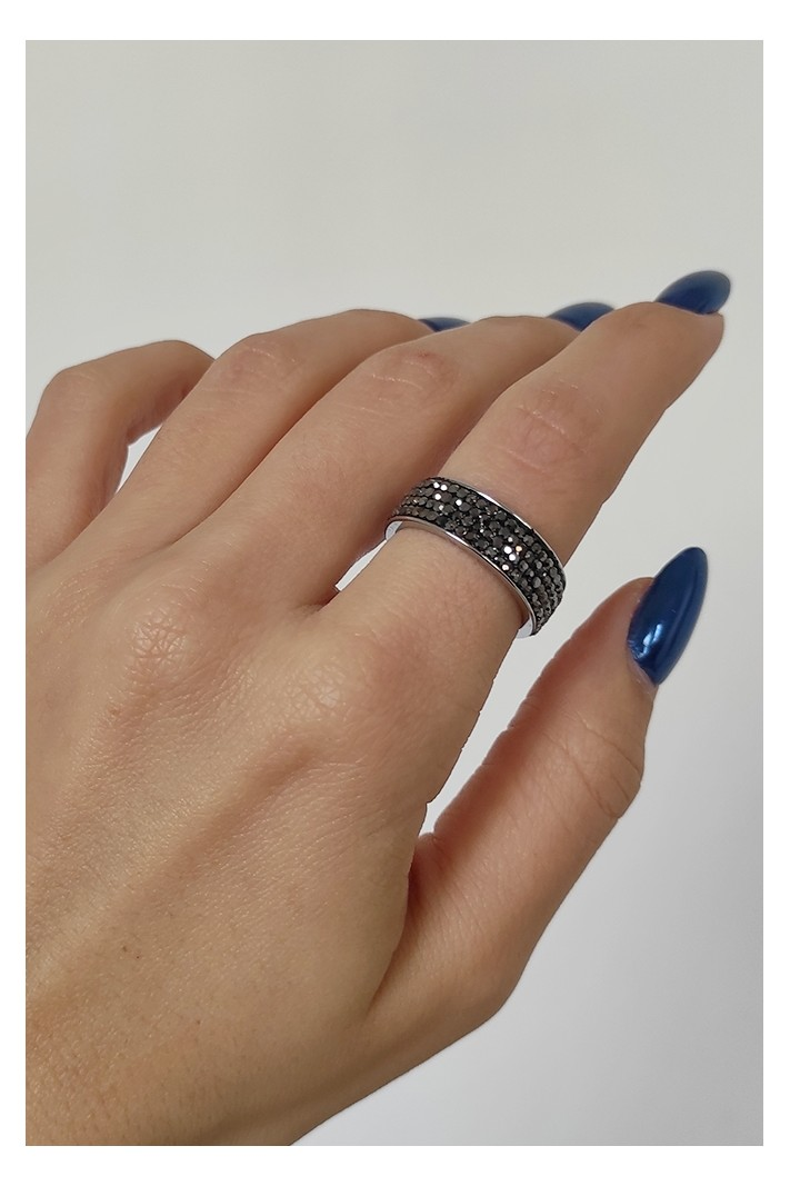 Band ring with mini stones