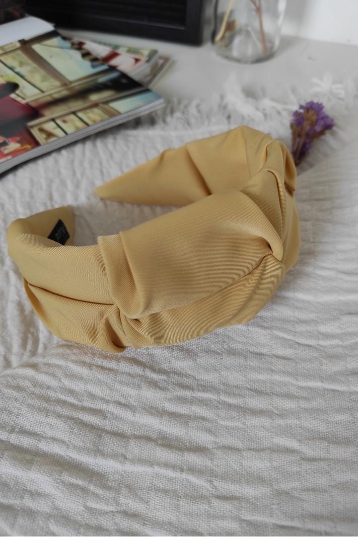 Flat seamed hairband