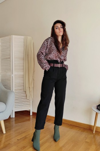 Trousers in slouchy style