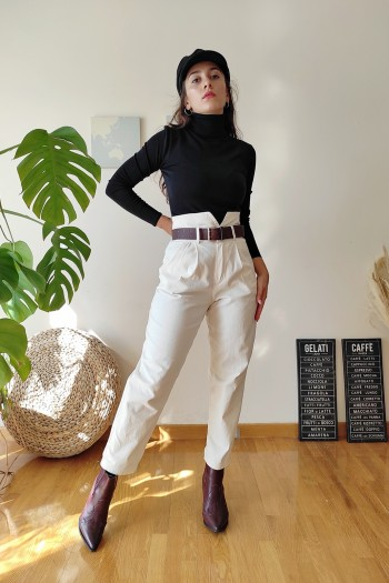 Creme trousers in slouchy style